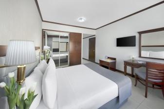 4 Nights Vacation at Admiral Plaza Hotel ★★★