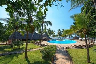 4 Day Beach Discount at Sandies Tropical  Village Resort