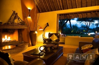 Luxury Safari to Tawi Lodge